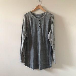 LuLaRue Gray Longsleeve Three Button Shirt